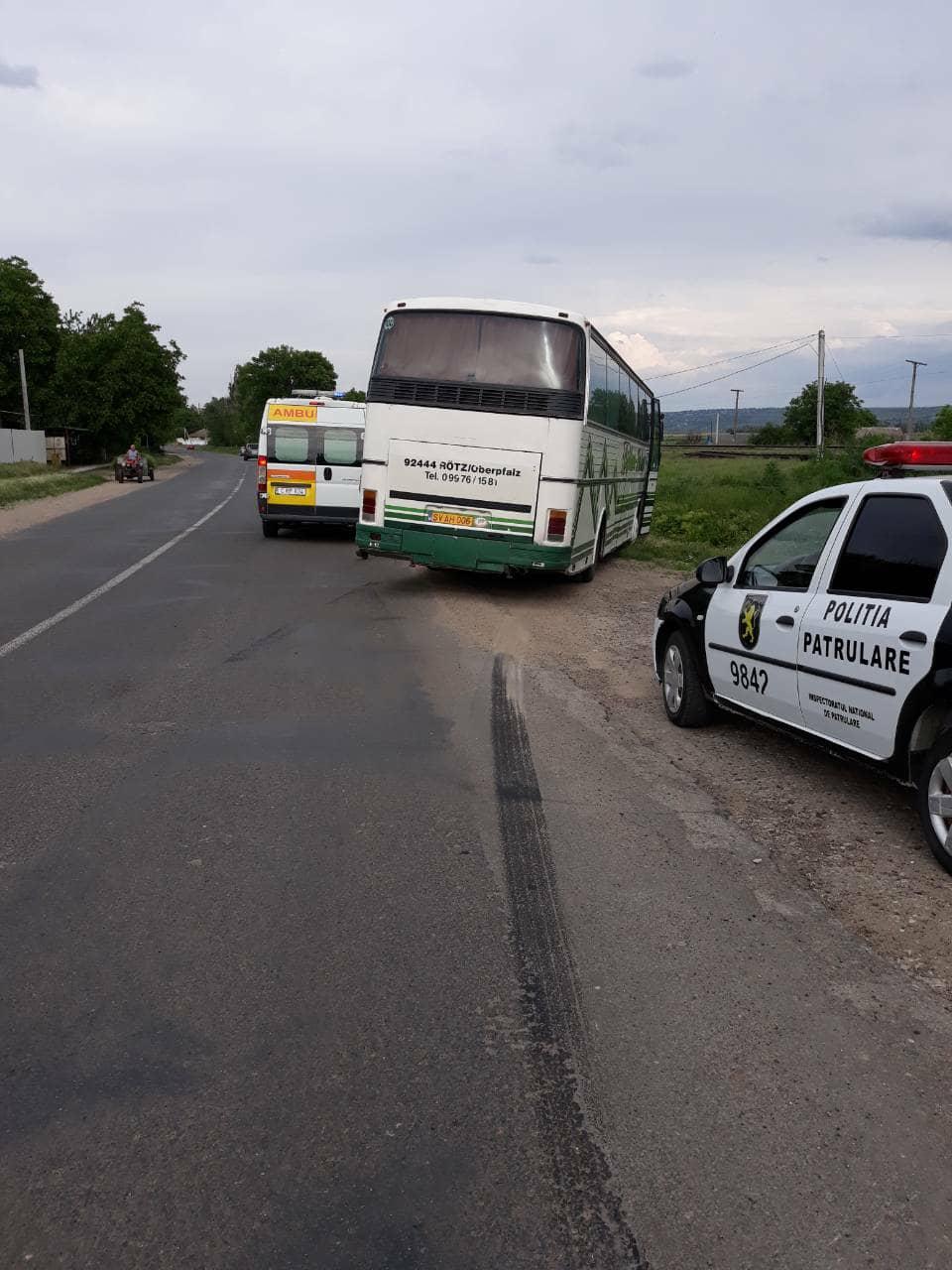 Un băiat de 7 ani, lovit de un autocar