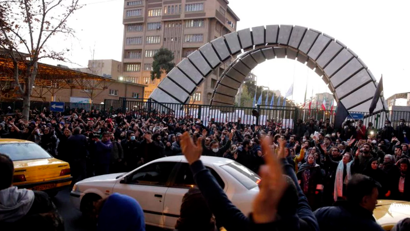 """Presa iraniană se alătură protestatarilor și critică puterea de la Teheran: """"Cereți-vă scuze și dați-vă demisia!"""""""