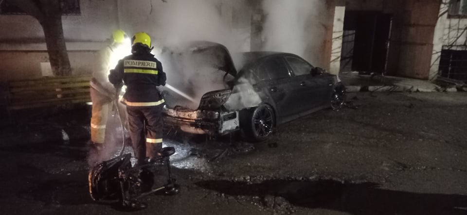 automobil incendiu